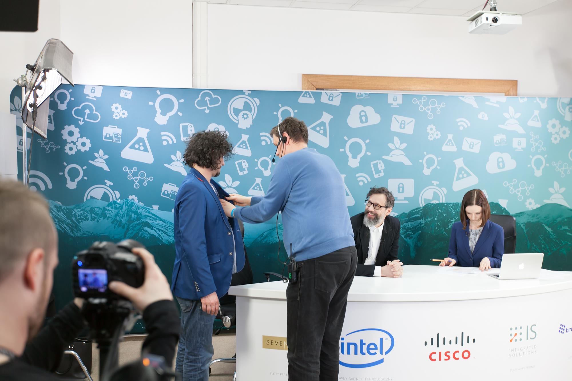 zdjęcie making of Cisco forum Szymon Majewski Mariusz Kałamaga Magdalena Kujawa