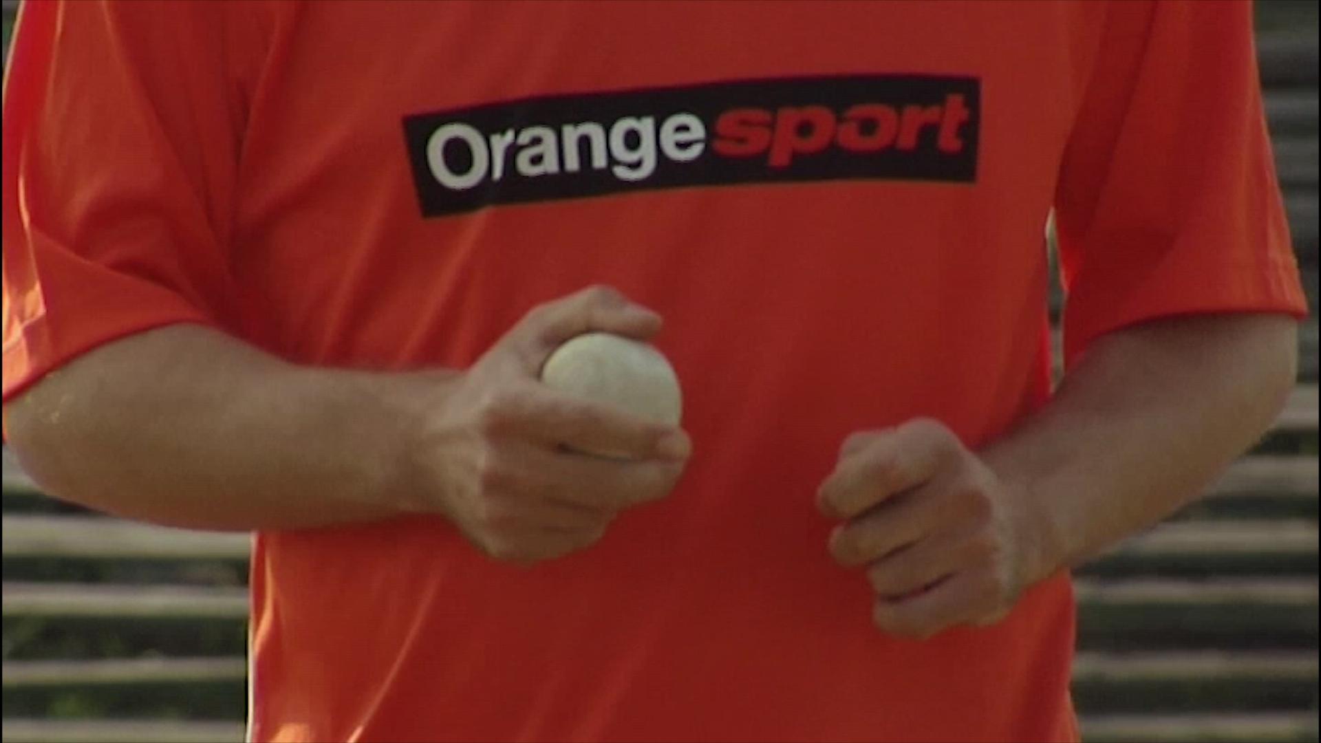 kadr z programu telewizyjnego dla Orange lacrosse