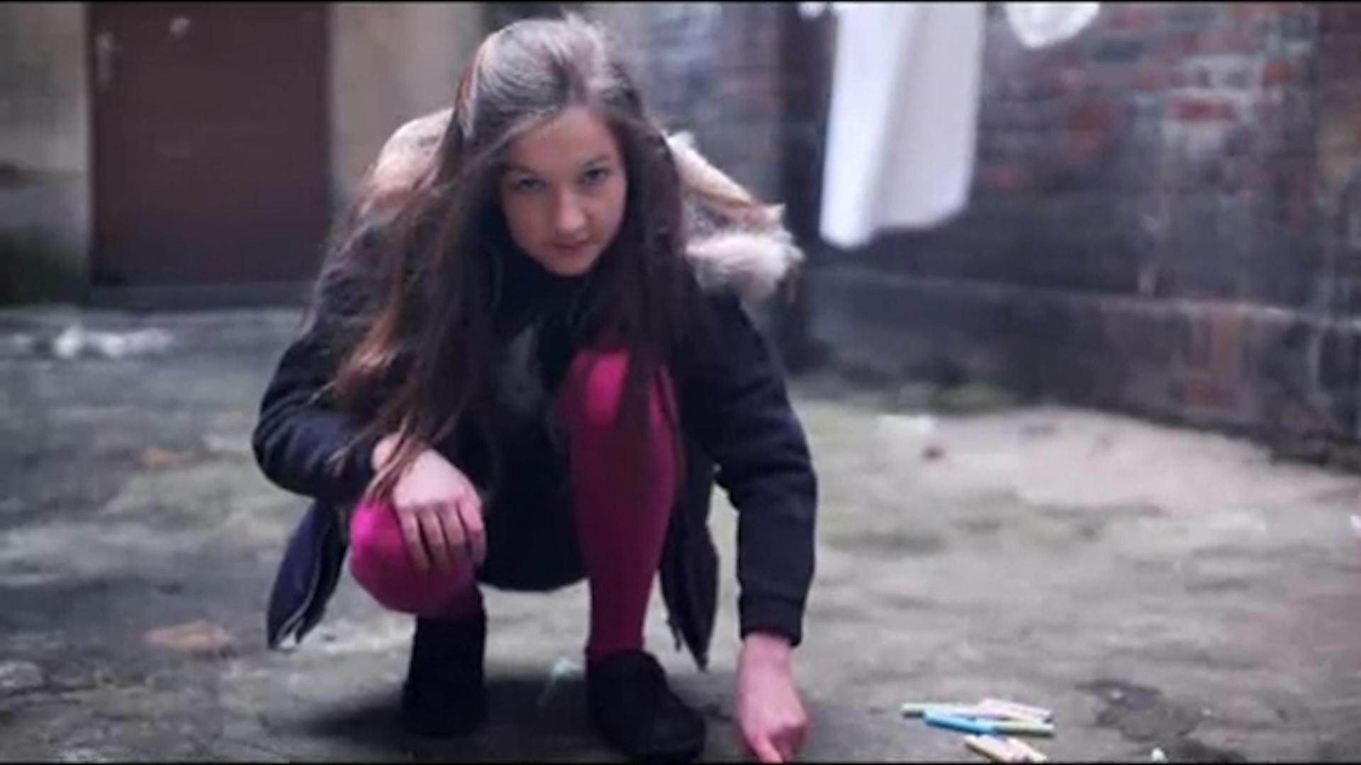 kadr z teledysku Sofa feat. O.S.T.R. Affairz